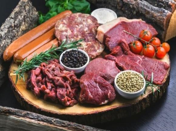 Polscy hodowcy przeciwni planowanym ograniczeniom w reklamie mięsa